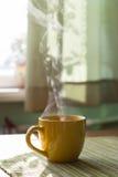 Dampf des Morgentees Stockbild