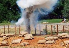Dampf und Feuer auf dem Schlachtfeld Stockfoto