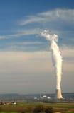Dampf vom Atomkraftwerk Lizenzfreie Stockfotos