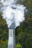 Dampf vom Kamin Stockfoto
