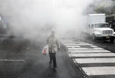 Dampf von der Straße Untertage in NYC Stockbilder