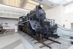 Dampflokomotivanzeige am Yushukan-Museum Stockbilder
