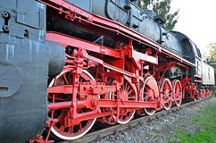 Dampflokomotive an der Plattform stockfotografie