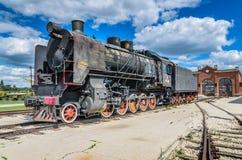 Dampfmaschine builded sich fortbewegende ER-Art Eh2 bei Voroshilovgrad lizenzfreies stockfoto
