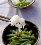 Dampfreis mit gebratenem Gemüse Stockbilder
