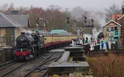 Dampfzug North Yorkshire macht Eisenbahn fest Lizenzfreie Stockbilder