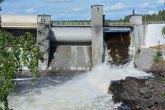 Damping woda na tamie elektrownia obrazy stock