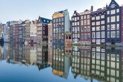 Damrak运河在阿姆斯特丹,荷兰 免版税库存照片