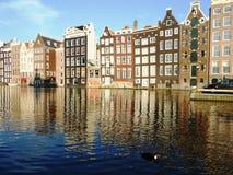Damrak område i Amsterdam, Holland arkivbild