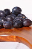 Damsons on wooden chopping board C Royalty Free Stock Images