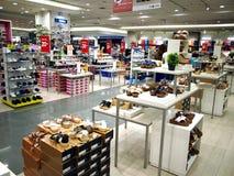 Damy ` buty na pokazie w obuwianym dziale SM miasta centrum handlowe w Taytay mieście, Filipiny Zdjęcia Stock