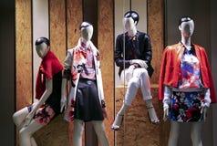 Damy fasonują odzieżowego butika Zdjęcia Royalty Free