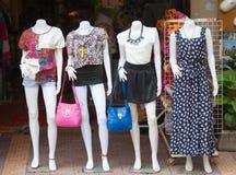 Damy są ubranym sklep w Siem Przeprowadzają żniwa w Kambodża Obraz Stock