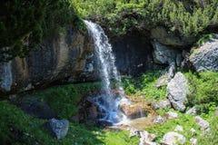 Damy siklawa Bucegi, Cascada, - Doamnei, Bucegi Zdjęcie Royalty Free