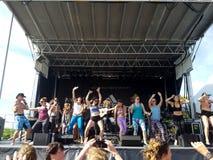 Damy tanczą z Mike miłością, Ron artystą i Eoin finki sztuką na s, Zdjęcie Stock