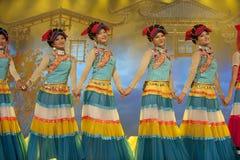 Dança étnica chinesa da nacionalidade de Yi Fotografia de Stock Royalty Free