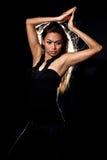 Dança asiática da mulher nova do malay foto de stock