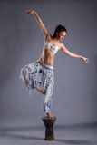 Dança bonita da menina imagem de stock