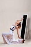 Dança bonita da menina foto de stock