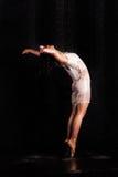 Dança bonita da menina ballerina imagens de stock