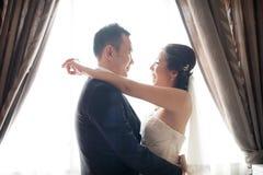 Dança chinesa asiática dos pares do casamento Fotografia de Stock