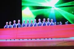 Dança chinesa das mulheres novas fotos de stock royalty free