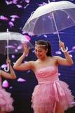Dança clássica chinesa do guarda-chuva da beleza Fotografia de Stock Royalty Free