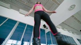 Dança com sapatas do kangoo, close up da jovem mulher vídeos de arquivo