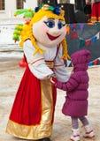 Dança com uma boneca Fotos de Stock Royalty Free