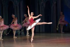 Dança da bailarina do dançarino de bailado durante o bailado Corsar Fotos de Stock