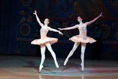 Dança da bailarina do dançarino de bailado durante o bailado Corsar Fotografia de Stock Royalty Free