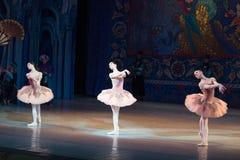 Dança da bailarina do dançarino de bailado durante o bailado Corsar Fotos de Stock Royalty Free