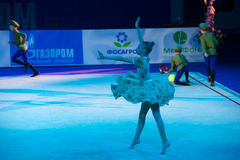 Dança da ginasta da menina Fotos de Stock
