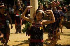Dança da moça durante o festival do búfalo Fotos de Stock Royalty Free