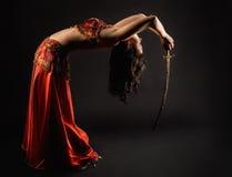 Dança da mulher com saber Fotografia de Stock