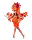 Dança da mulher do dançarino do carnaval contra o branco isolado imagem de stock
