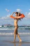 Dança da mulher nova com kerchief Fotografia de Stock Royalty Free