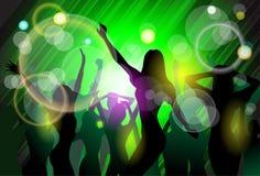 A dança da multidão dos povos do clube noturno mostra em silhueta o partido Fotos de Stock