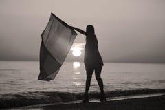 Dança da senhora com uma bandeira Fotografia de Stock