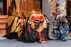 A dança de Barong, a dança religiosa em Bali baseou nas grandes epopeias do hindi de Ramayana, Bali, Indonésia Imagem de Stock