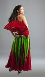 Dança de barriga da mulher nova com ventilador Imagem de Stock
