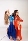 Dança de barriga de duas meninas imagens de stock