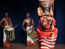 Dança de Theyyam em Kerala, Índia sul Fotos de Stock Royalty Free