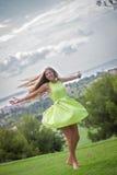 Dança despreocupada da mulher no verão Fotografia de Stock