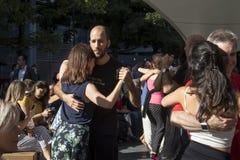 A dança do chá em Spitalfields E1 imagens de stock