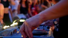 Dança do clube da música do DJ vídeos de arquivo