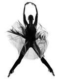 Dança do pulo do dançarino de bailado da mulher Imagem de Stock