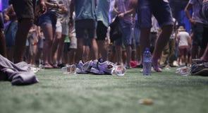Dança dos frequentadores do festival de música Fotos de Stock