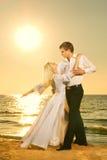 Dança dos pares em uma praia Foto de Stock