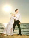 Dança dos pares em uma praia Fotos de Stock Royalty Free